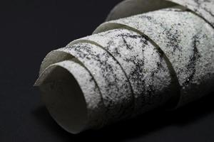 Rollo de piedra decorativa para diseño, interior y exterior. foto