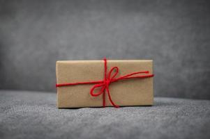 caja de regalo, caja de regalo de año nuevo, caja de regalo de navidad, espacio de copia. Navidad, año nuevo, concepto de cumpleaños. foto