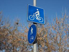 Señal de carril bici y peatonal foto