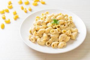 macaroni and cheese with herbs photo