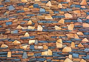 patrones coloridos y texturas de muros de piedra. foto