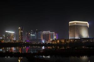 macao china, 2021 - cotai strip casino resorts en la noche foto