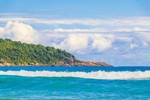 fuerte oleaje praia lopes playa mendes isla ilha grande brasil. foto