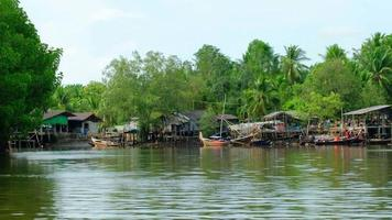 Travel in Thailand by bamboo rafting to see both natural scenery. There are also mangrove forests, beautiful ecosystems, canals, rivers, and coastal fishing villages with traditional wooden boats. video