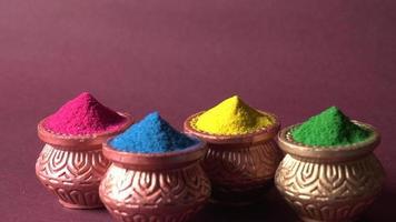 rangoli de colores en tazones foto