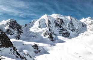 panorama montañoso de los alpes réticos piz palu foto