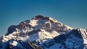 Monte arera en los pre-alpes lombardos de Bérgamo foto