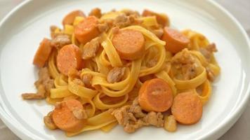 pasta de espagueti con chorizo y carne de cerdo picada video