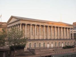 Sala de conciertos del ayuntamiento en Birmingham, Reino Unido foto