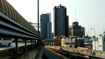 Autopista de Bangkok y paisaje urbano en Tailandia. foto