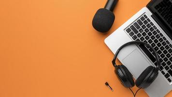 Copy space with headphones and laptop photo