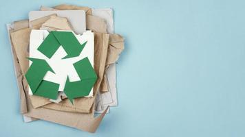 concepto de reciclaje plano laico foto