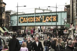 El paisaje urbano del distrito de Camden Town en Londres, Reino Unido foto