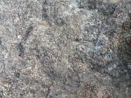 gran piedra cerca de fondo foto