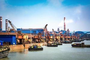 Fondo de portacontenedores de gas de petróleo y refinería de petróleo para transporte náutico de energía foto
