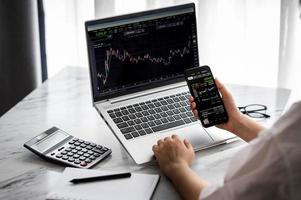 Online investment via smartphone photo