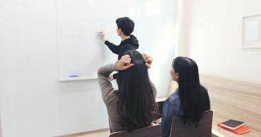 The female student, she felt a headache and a serious teacher did not understand. photo