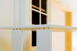 ensamblar muebles nuevos en su casa. foto