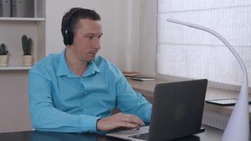 Portrait men surfing internet on laptop indoors. video