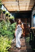 retrato, de, hermoso, mujer asiática, relajarse, en, café foto