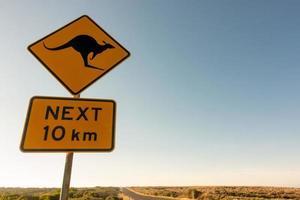 señal de tráfico de cruce de canguro foto