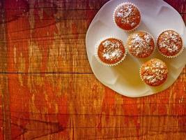 dulces en el fondo de madera foto