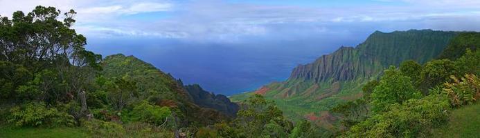 Hermosa vista de la costa de Kauai en Hawaii foto