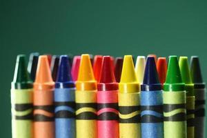 el regreso a la escuela suministra crayones foto