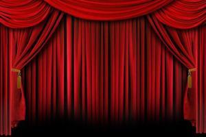 cortinas rojas con sombras profundas foto
