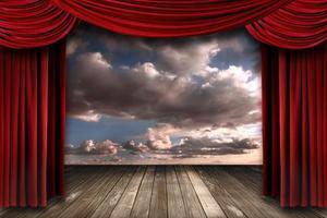Escenario de rendimiento interior con cortinas de teatro de terciopelo rojo. foto