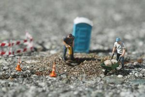 trabajadores de la construcción en la carretera foto