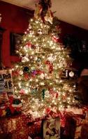 arbol de navidad en la noche foto