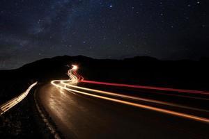 imagen de lapso de tiempo de las estrellas de la noche foto