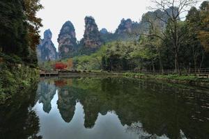 paisaje dentro del parque nacional de zhangjiajie china foto