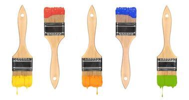 pinceles de pintura húmeda de varios colores foto