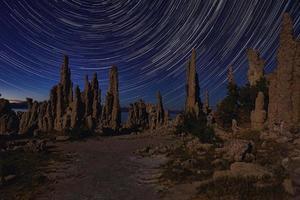Imagen del paisaje artístico de las tobas del lago mono foto