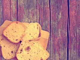 pan sobre fondo de madera foto