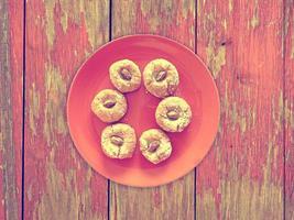 galletas en el fondo de madera foto