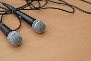 micrófono en la mesa en la charla del seminario foto