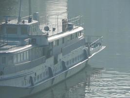 barcos fluviales en los detalles y elementos de la embarcación foto