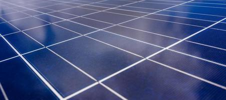 células solares especiales que tienen que cambiar la energía de la luz solar en energía eléctrica energía limpia que es respetuosa con el medio ambiente foto