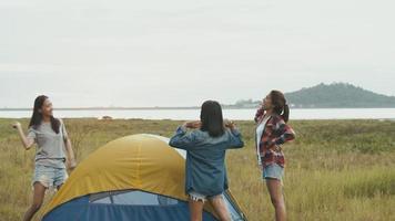 le mode de vie des amis asiatiques voyage le temps des vacances. video
