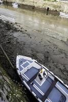 barcos varados en un muelle foto