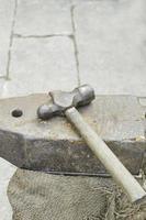 martillo con yunque foto