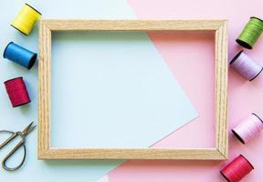 marco de copyspace con herramientas de costura y accesorios foto
