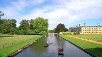punt trip in Cam River at Cambridge City in UK video