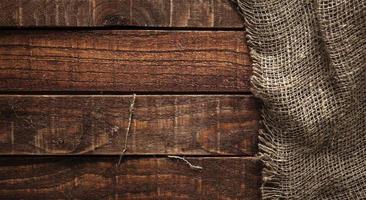 textura de arpillera en la mesa de madera foto