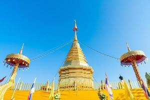 wat phra that doi kham - templo de la montaña dorada foto