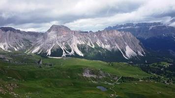 vue aérienne des montagnes seceda video