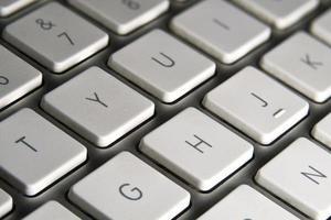 teclado de computadora con teclas blancas foto